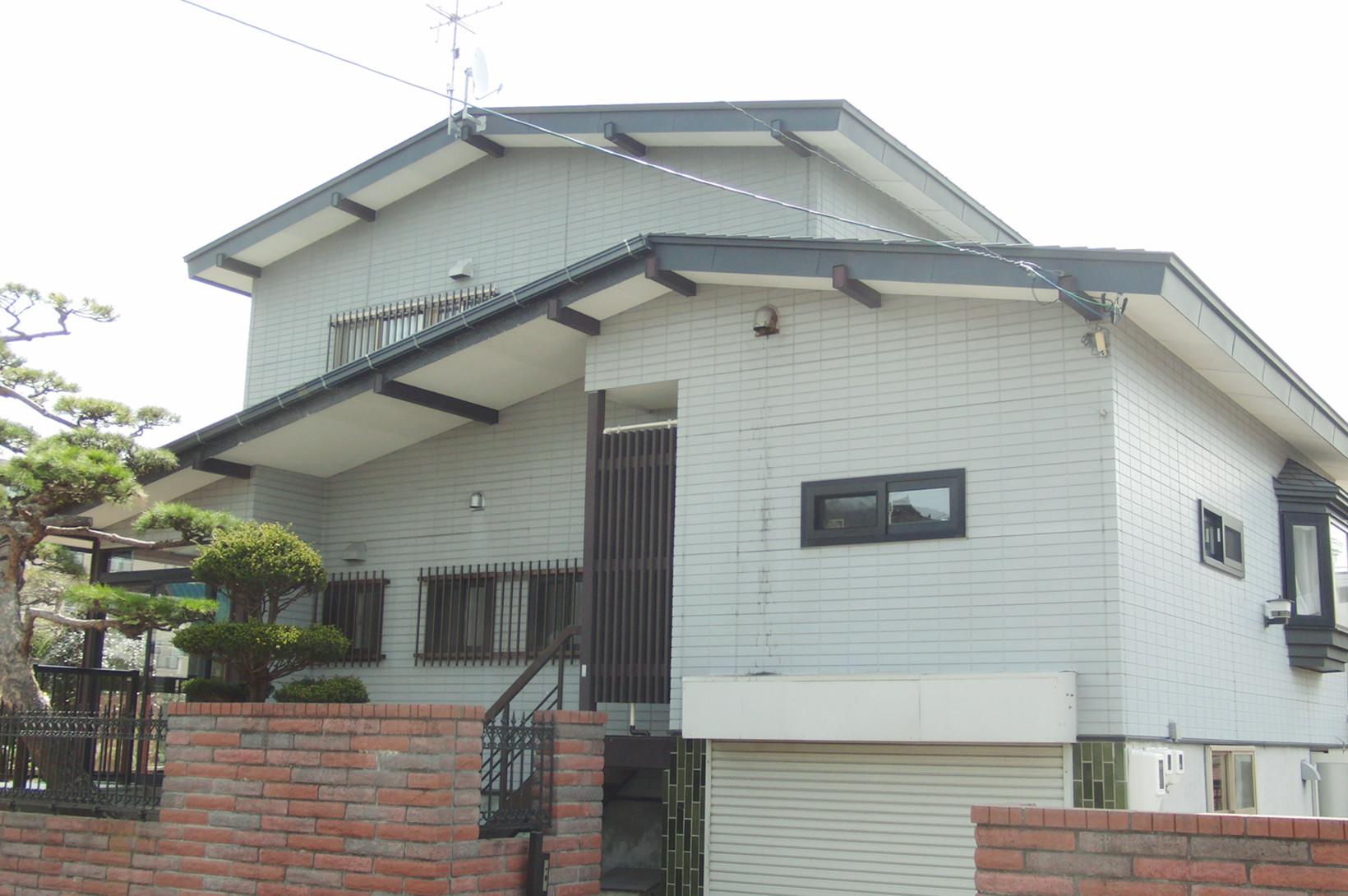 外壁塗装・屋根塗装の工事前の住宅