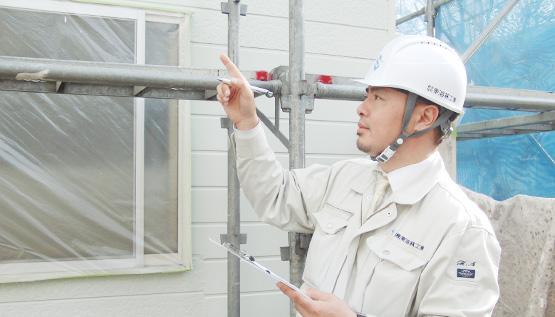 住宅の外壁塗装の現場を管理する1級建築施工管理技士