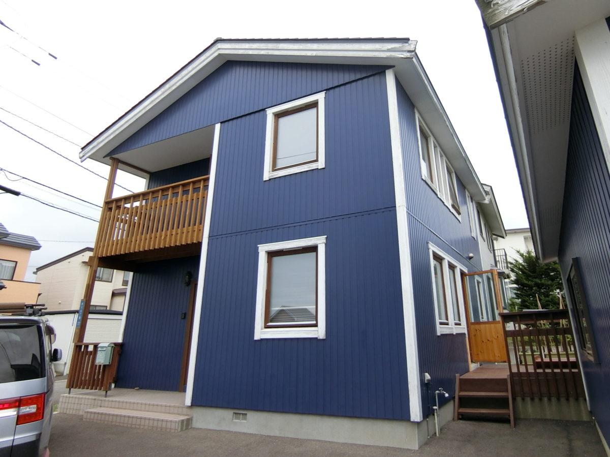 屋根と外壁の塗替え前の住宅
