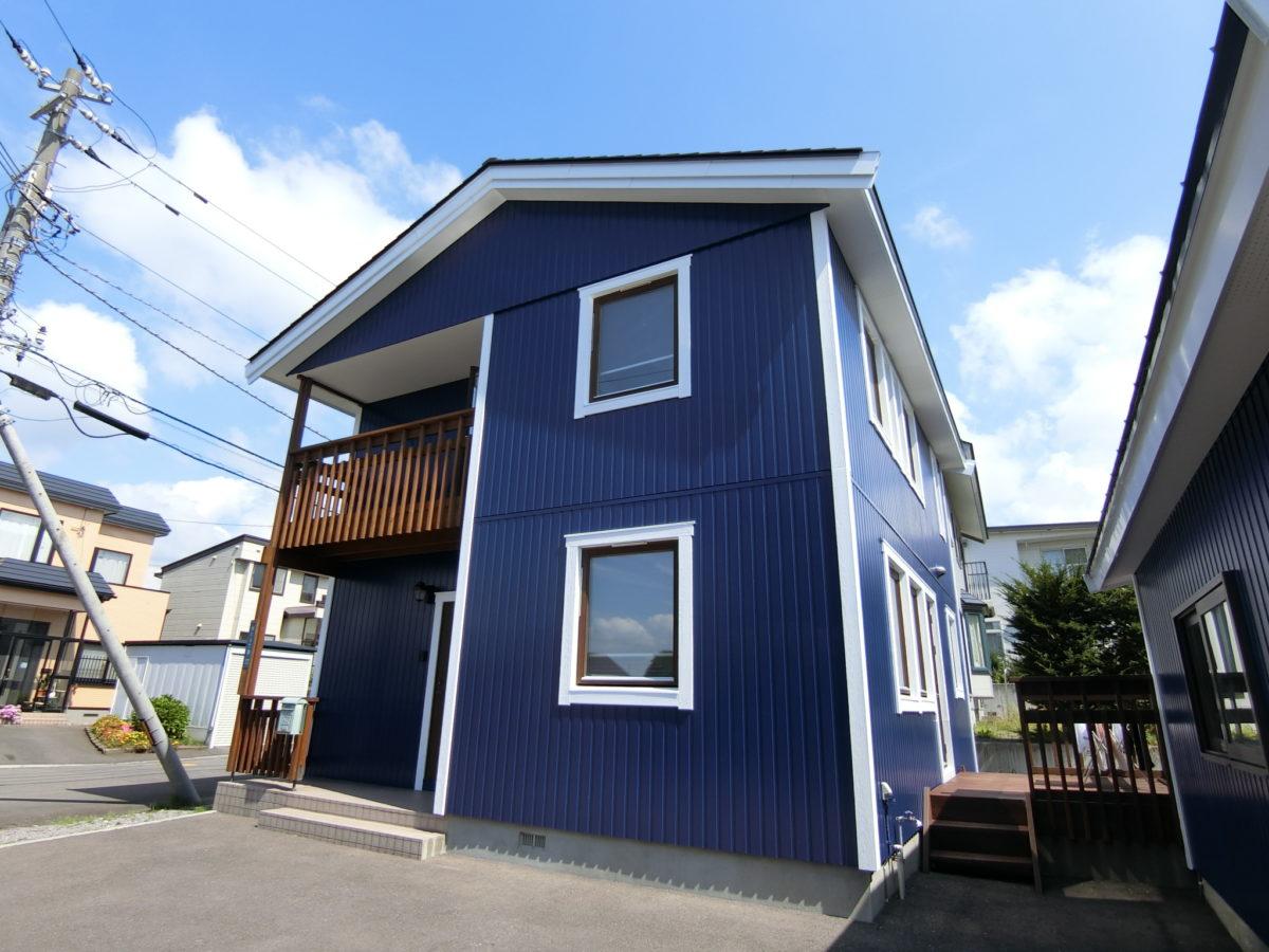 屋根と外壁を塗り替えた住宅