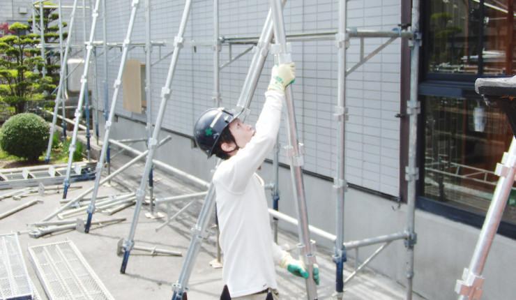 住宅塗装の足場を組立