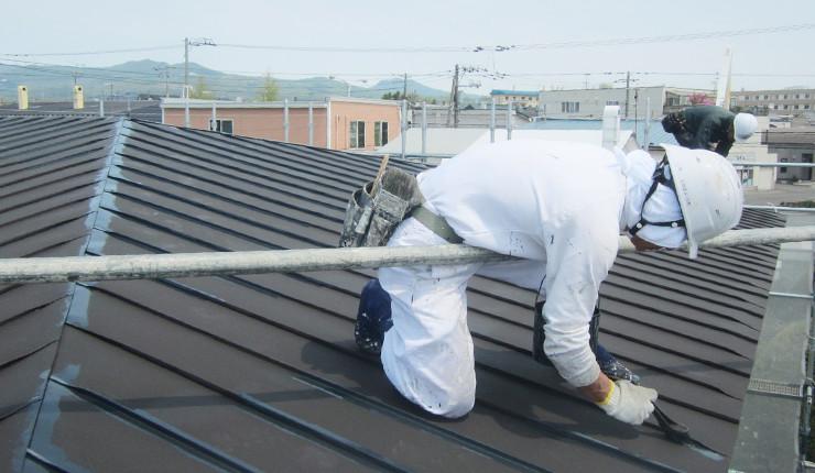 屋根の中塗り(上塗り1回目)